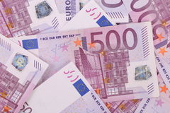 Fondo di cinquecento un euro banconote. Immagine Stock
