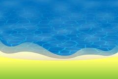 Fondo di estate - la vista davanti alla spiaggia con le sabbie ed acqua dell'erba verde sorge Fotografia Stock Libera da Diritti