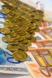 Fondo di euro fatture Fuoco poco profondo immagini stock libere da diritti