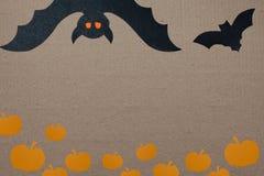 Fondo di festa di Halloween, carta vuota per testo, zucca e pipistrelli Vista da sopra con lo spazio della copia Immagini Stock Libere da Diritti