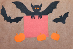 Fondo di festa di Halloween, carta vuota per testo, zucche e pipistrelli Vista da sopra con lo spazio della copia Fotografia Stock