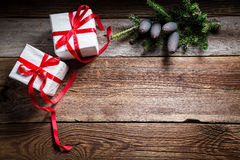 Fondo di festa di Natale con i regali e lo spazio della copia Fotografia Stock