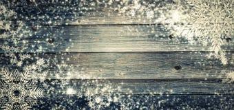 Fondo di festa di Natale con le palle di pinecone Stile rustico del bordo di legno del ramo della cartolina d'auguri vecchio Copy Fotografia Stock Libera da Diritti