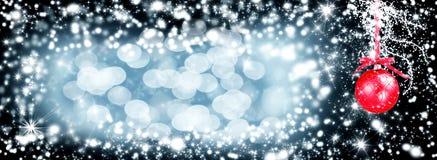 Fondo di festa di Natale con le palle di pinecone Stile rustico del bordo di legno del ramo della cartolina d'auguri vecchio Copy Fotografia Stock