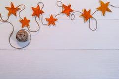 Fondo di feste con le decorazioni fatte a mano Fotografie Stock Libere da Diritti