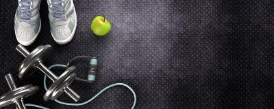 Fondo di forma fisica con le teste di legno e la scarpa da tennis Fotografia Stock Libera da Diritti