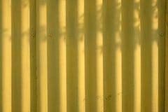 Fondo di giallo dipinto dello strato del ferro Fotografie Stock Libere da Diritti