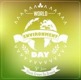 Fondo di Giornata mondiale dell'ambiente con il nastro ed il globo di tipografia di forma Fotografia Stock