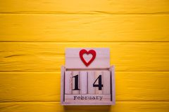 Fondo di giorno di biglietti di S. Valentino con il cuore di rosso e del 14 febbraio Giorno 14 dell'insieme di febbraio sul calen Immagini Stock
