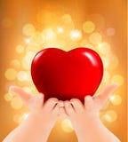 Fondo di giorno del ` s del biglietto di S Mani che tengono cuore rosso Immagini Stock