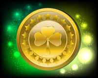 Fondo di giorno del ` s di Patrick/moneta di oro con il trifoglio Fotografie Stock Libere da Diritti