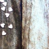 Fondo di giorno di biglietti di S. Valentino con i cuori della caramella. Sugar Hearts sopra corteggia Fotografia Stock
