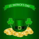 Fondo di giorno di Patricks con il trifoglio e la moneta Immagine Stock Libera da Diritti