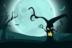 Fondo di Halloween con l'albero spaventoso di orrore su paesaggio nella luce della luna Immagine Stock