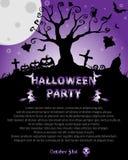Fondo di Halloween con l'albero terrificante ed il gatto, sulla luna del fondo Fotografia Stock Libera da Diritti