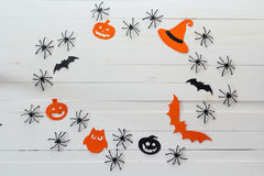 Fondo di Halloween con la struttura delle zucche, del pipistrello e della decorazione di carta Fotografie Stock Libere da Diritti