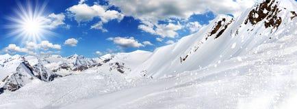 Fondo di inverno, alte montagne Fotografie Stock Libere da Diritti