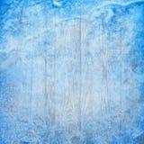 Fondo di inverno di Natale con i cristalli ed il legno di ghiaccio fotografie stock libere da diritti