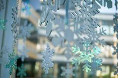 Fondo di inverno di Natale dei fiocchi di neve bello fotografia stock