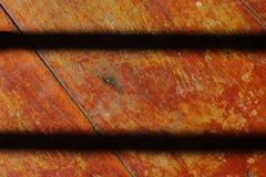 fondo di legno con due linee nere immagini stock libere da diritti