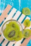 Fondo di legno conservato secco di Kiwi Fruit Fotografia Stock Libera da Diritti