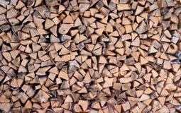 Fondo di legno dei ceppi tagliati asciutti della legna da ardere Immagini Stock