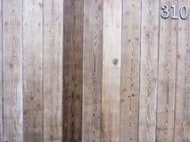Fondo di legno del recinto con il numero Fotografia Stock
