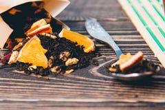 Fondo di legno del tè asciutto Sanità, alimento e concetto della bevanda Immagine Stock Libera da Diritti