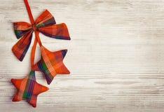 Fondo di legno della decorazione di Natale, giocattolo decorativo delle stelle fotografie stock