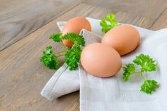 Fondo di legno delle uova di Brown Fotografia Stock Libera da Diritti