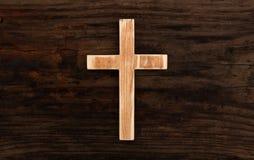 Fondo di legno di legno cristiano trasversale vecchio Fotografia Stock