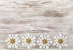 Fondo di legno di lerciume di Natale, fiocco di neve Toy Decoration, Wh Fotografia Stock Libera da Diritti