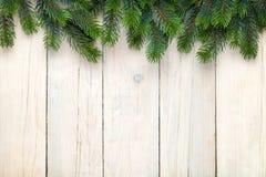 Fondo di legno di Natale con l'albero di abete Fotografia Stock Libera da Diritti