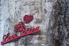 Fondo di legno romantico con la storia di amore dell'iscrizione Fotografie Stock