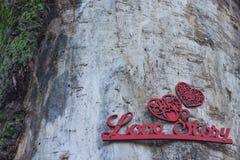 Fondo di legno romantico con la storia di amore dell'iscrizione Fotografia Stock