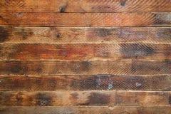 Fondo di lerciume fatto dei bordi di legno marroni orizzontali strutturati anziani Immagine Stock Libera da Diritti
