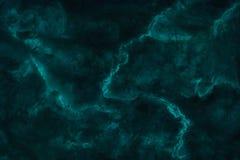 Fondo di marmo verde scuro di struttura con la vista di alta risoluzione e superiore della pietra naturale delle mattonelle nel m immagini stock libere da diritti