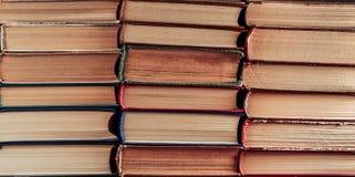 Fondo di molti libri dell'annata Fotografia Stock Libera da Diritti