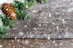 Fondo di Natale con gli urti ed i fiocchi di neve Fotografie Stock Libere da Diritti