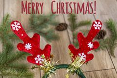 Fondo di Natale con i corni Immagini Stock Libere da Diritti