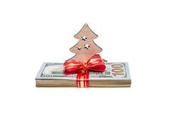 Fondo di Natale con l'albero di Natale e un batuffolo di valuta degli Stati Uniti Fotografie Stock Libere da Diritti