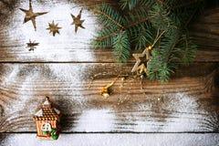 Fondo di Natale con l'albero e la decorazione di abete fotografia stock