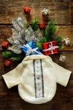 Fondo di Natale con la borsa, i regali e l'albero di Natale Fotografia Stock Libera da Diritti