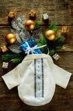 Fondo di Natale con la borsa, i regali e l'albero di Natale Fotografie Stock Libere da Diritti