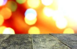 Fondo di Natale con la vecchia tavola di legno scura vuota dello scrittorio Fotografia Stock