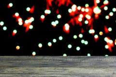 Fondo di Natale con la vecchia tavola di legno scura vuota dello scrittorio Immagine Stock