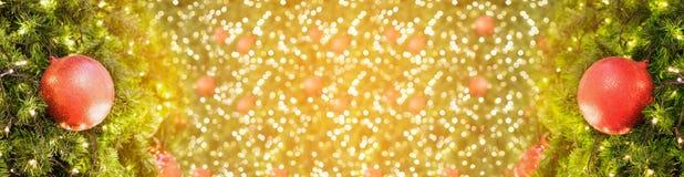 Fondo di Natale con le decorazioni sull'albero di Natale Fotografia Stock