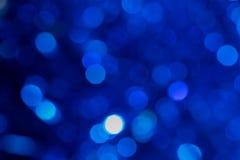 Fondo di Natale con le luci della sfuocatura fotografia stock