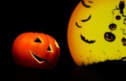 Fondo di notte di Halloween con la luna e pipistrello e zucca spaventosi Fotografia Stock