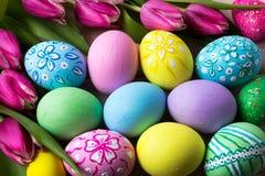 Fondo di Pasqua con le uova dipinte a mano Fotografia Stock Libera da Diritti